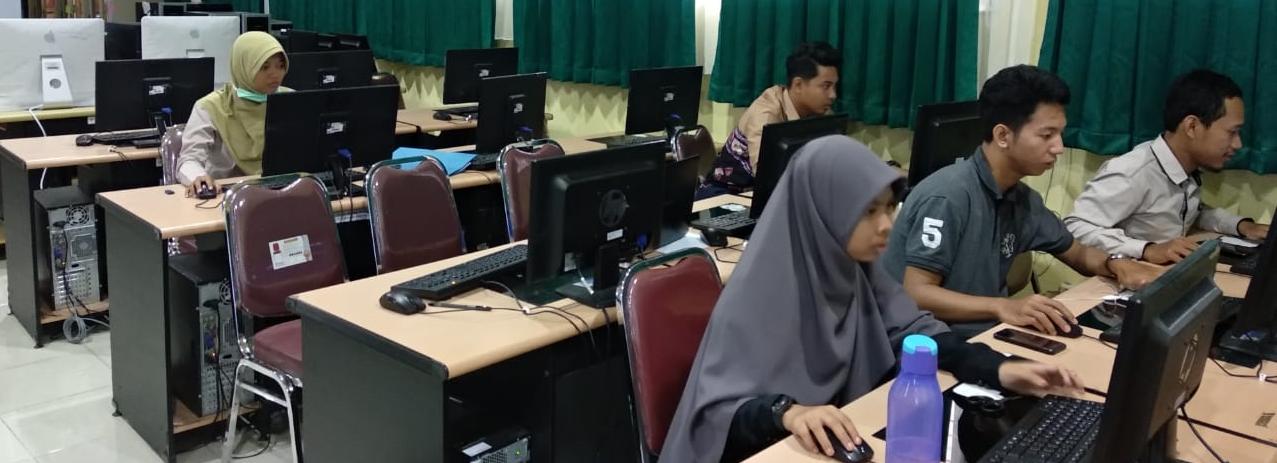 Mahasiswa membantu dalam penginputan data